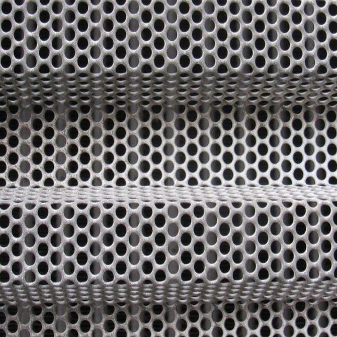 Puertas con visibilidad para comercios: troqueladas y microperforadas