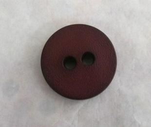 Botón granate / cuero / negro