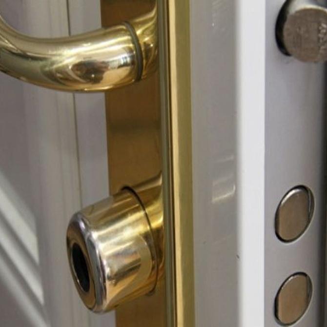 ¿Por qué una puerta acorazada es más segura que una blindada?
