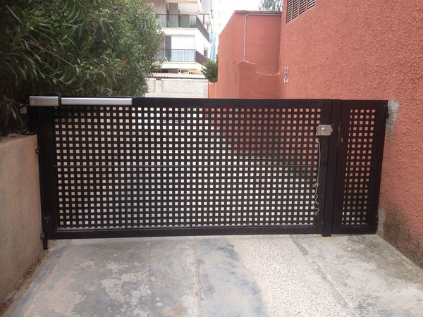 Instalación puerta automática: Servicios de Electricidad Buades Fercres