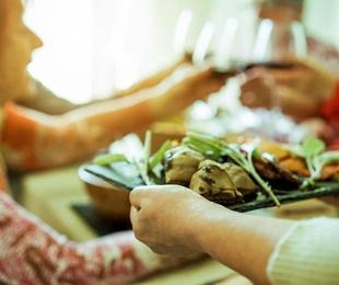 ¿Comer fuera o comprar comida para llevar a casa?