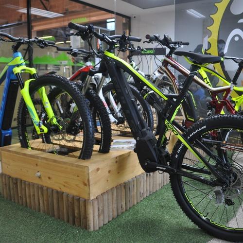 Exposición de bicicletas BULLS