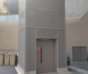 Estructura metalica para Montacargas con pasarela Plaza toros Tarragona.