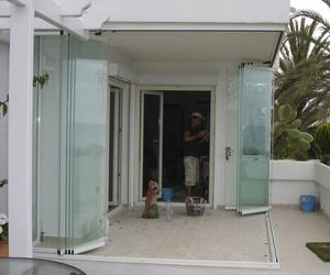 Trabajo de instalación de cortinas de cristal en Málaga
