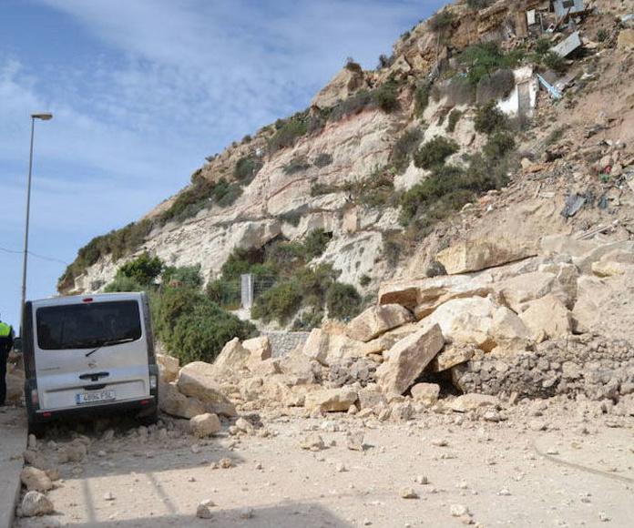 Daños ocasionados en las viviendas situadas junto al cerro de las Cuevas de las Palomas