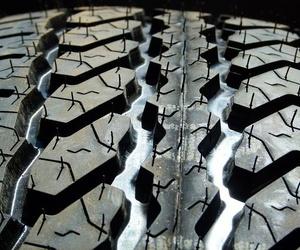 ¿Cómo cambiar un neumático en caso de pinchazo?