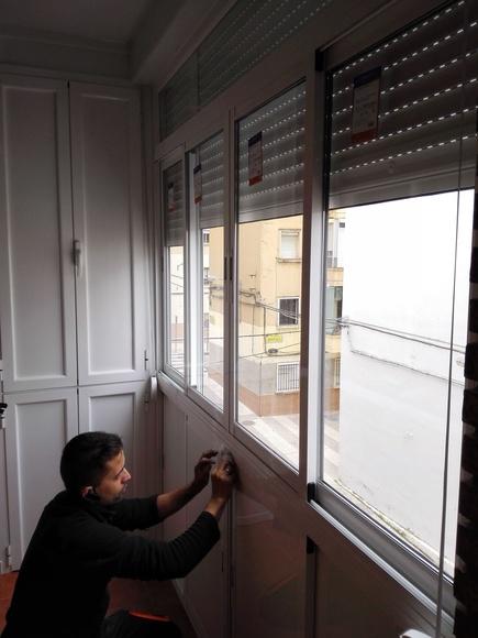 Balcón cierre de aluminio con fijo y armario