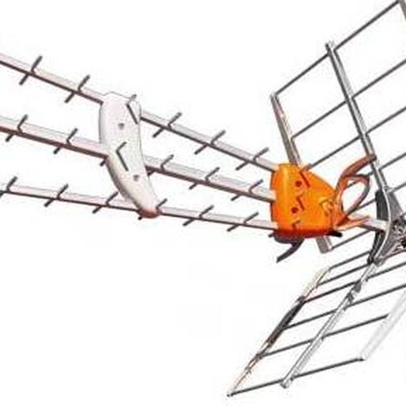 Antenas terrestres y parabólicas: Productos y servicios de Sertronic Proyectos e Instalaciones