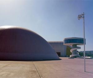 Alumbrado exterior e instalación de garaje en el Centro Cultural Internacional Óscar Niemeyer