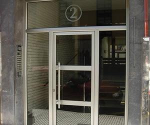 Puerta de portal de aluminio