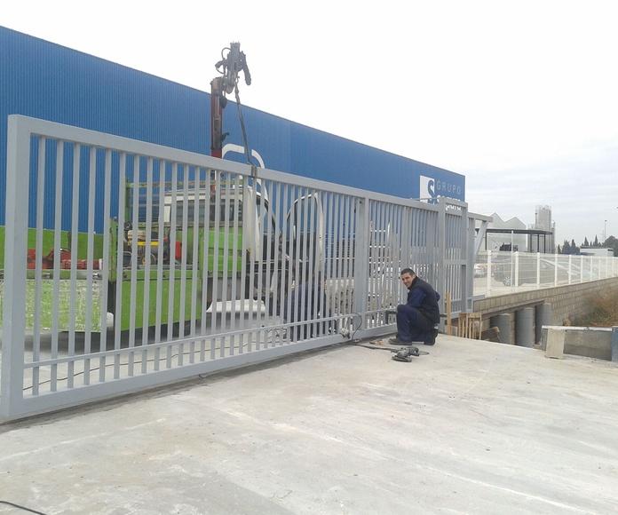 Puerta corredera industrial de barrotes de 10 metros