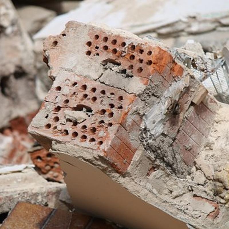 Demoliciones manuales: Servicios de Derribos Mateo