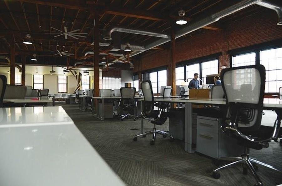 ¿Cómo limpiar los distintos muebles de una oficina? (I)