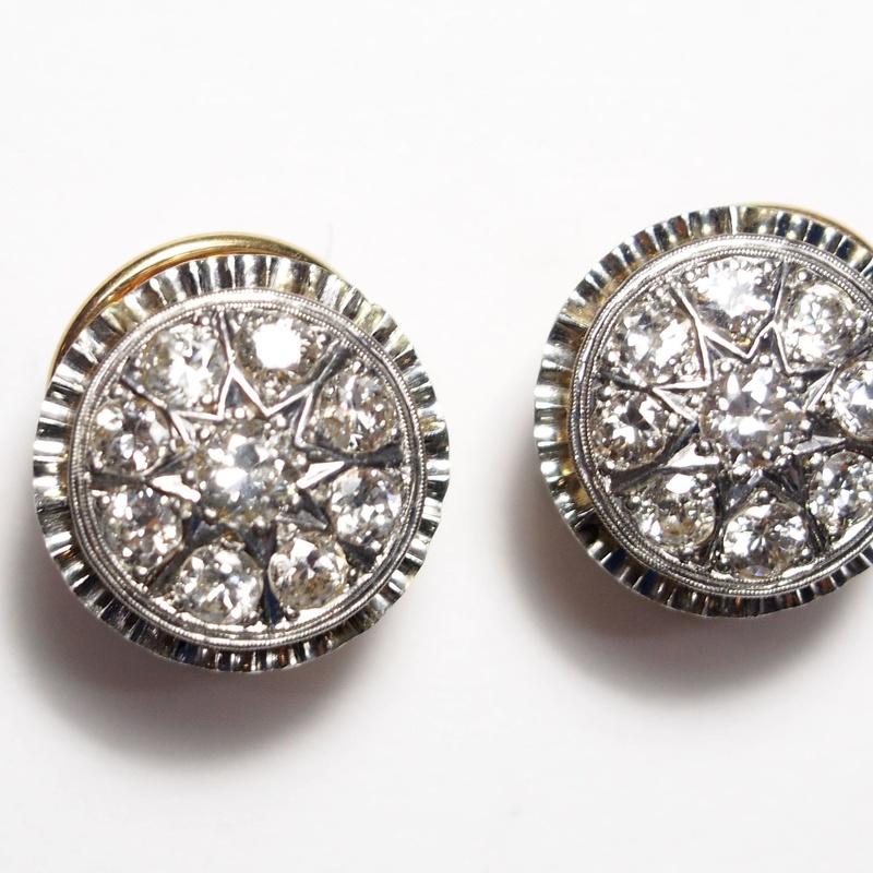 Pendientes de oro con vistas de platino y brillantes. Circa: 1920-30.: Catálogo de Antigua Joyeros