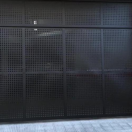 Puerta batiente automatizada