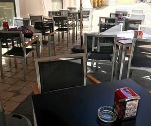 La terraza, buen sitio para disfrutar de una buena mesa y una buena atención de nuestro personal.