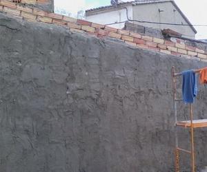 Construcción de muro en Cuenca