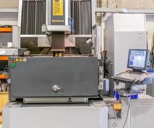 Maquinaría industrial para inyección de plástico en Baix Llobregat