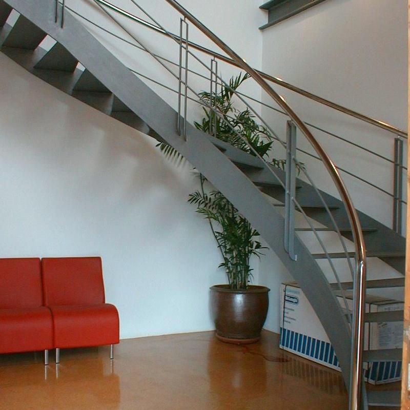 Escalera interior: Servicios de Corbats, Metàl.lics i Mecanitzats, S.L.