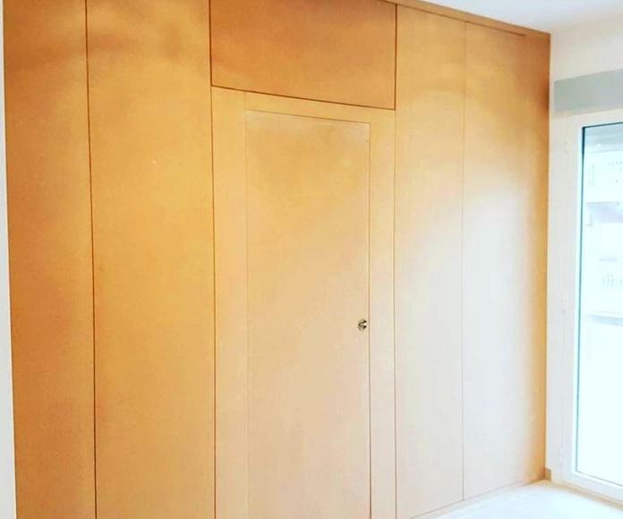 Fabricación y montaje armario empotrado a medida, instaladores de tarima flotante, porches de madera, pérgolas.