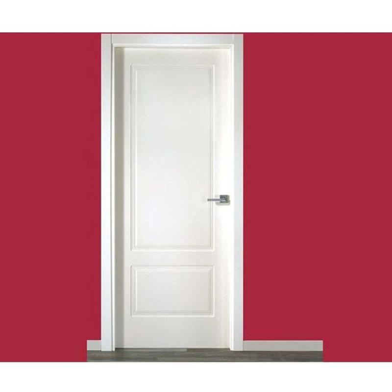 Puerta lacada en blanco moldurada recta