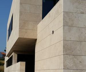 Fachada ventilada en Travertino Turco (RIBEIRA)