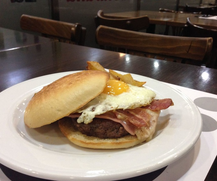 Hamburguesa la muralla, hamburguesa casera, pan de mollete, barrio de las tablas, Madrid, Telecinco, Merlín, metrovacesa
