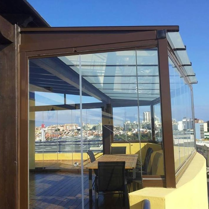 Glass curtain wall with roof structure.: Works. de NeoGlass