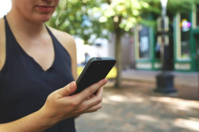 Los adolescentes con baja autoestima son más adictos al móvil