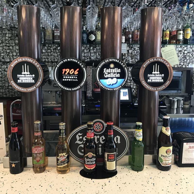Cenas con espectaculos.: Carta y Servicios de Cervecería Atila