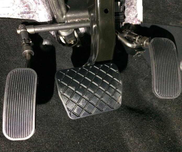 Adaptación de vehículos en Oviedo. Inversor de pedal reversible