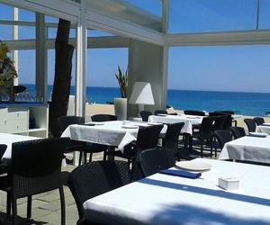 Restaurante especializado en pescados, mariscos y carne a la brasa