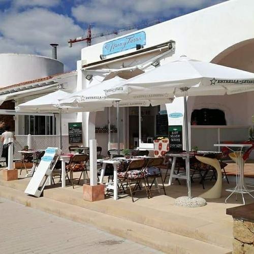 Restaurante cerca del mar