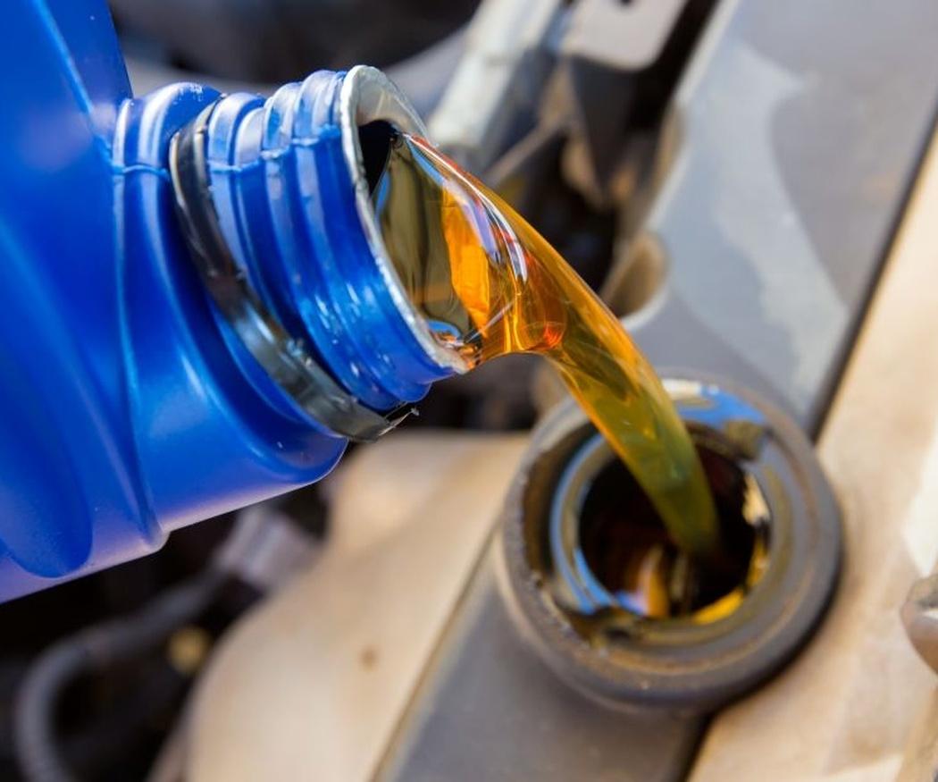 El papel del aceite en el motor del coche