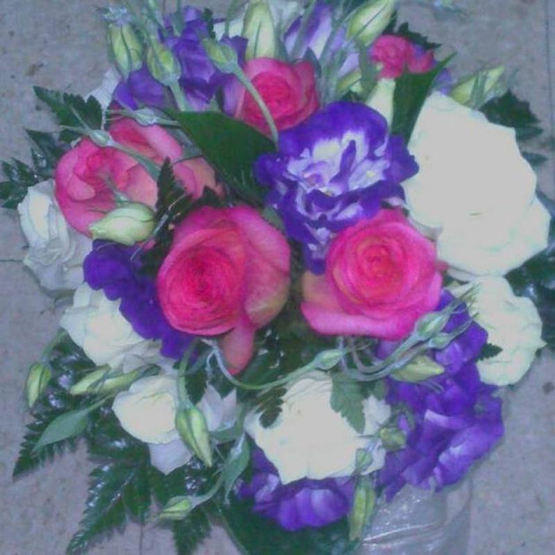 Ramo con lisianhus: Servicios de Arte Flor