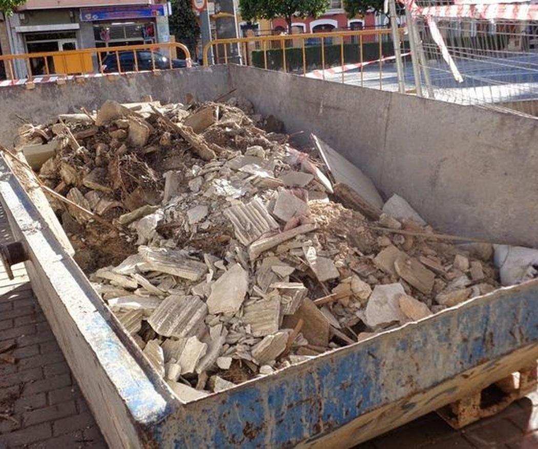 ¿Cuándo y por qué contratar un contenedor de obra?