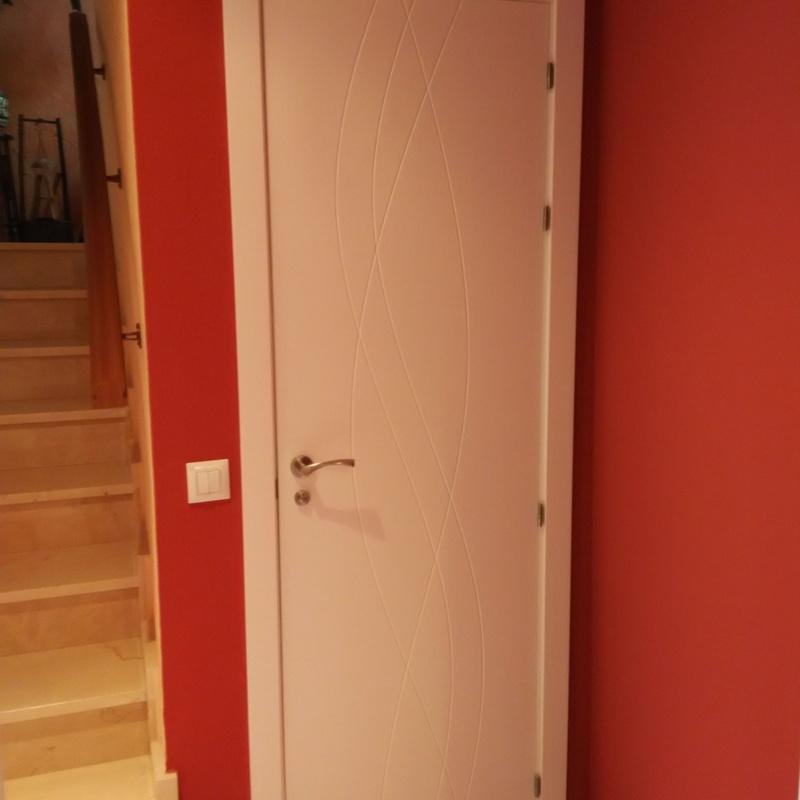 Puerta lacada en blanco mod. 988
