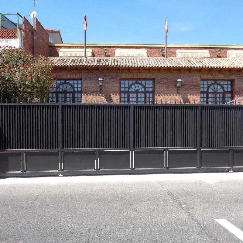 Puerta corredera en acero lacado