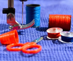 Usos de la máquina de coser: reciclar ropa antigua
