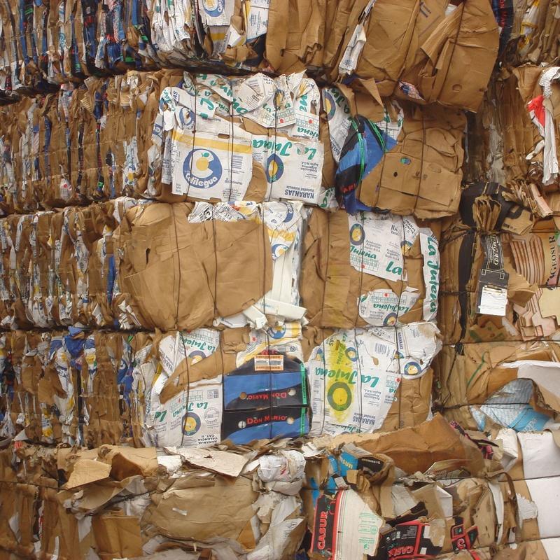 Balas de cartón y papel
