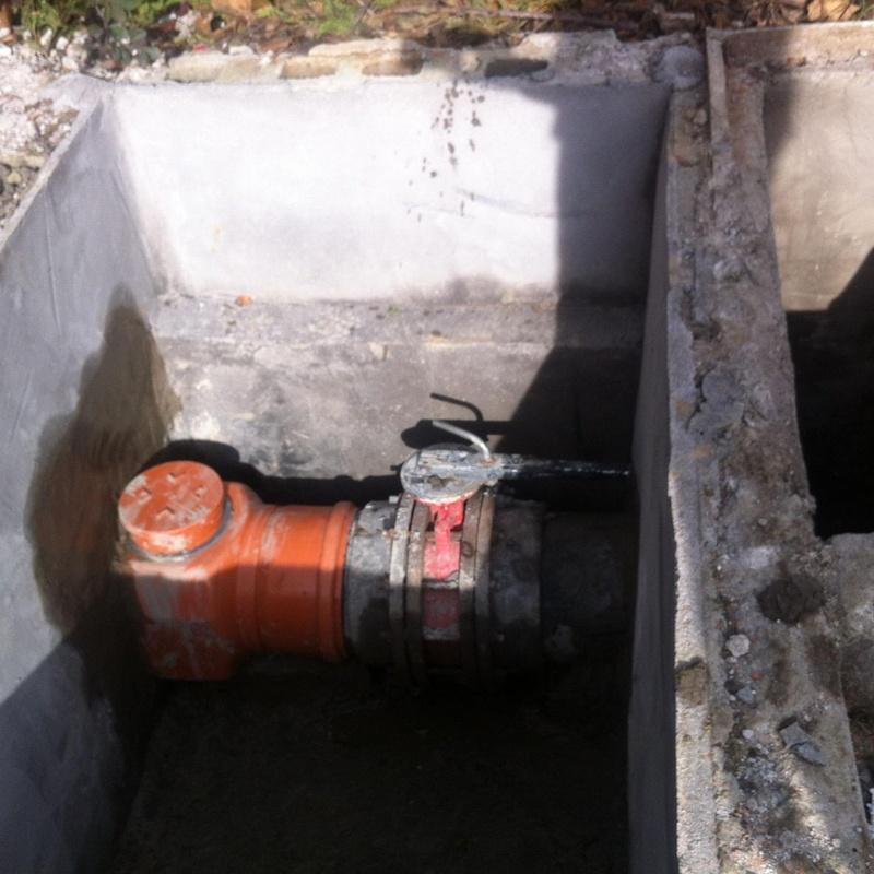 •Construcción e instalación de pozos de registro para redes horizontales de saneamiento,