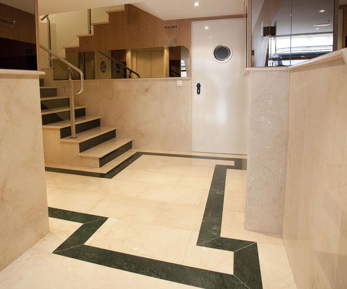 Portal interior en Crema Marfil y Verde Guatemala (A CORUÑA)