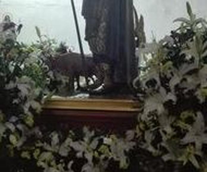 Decoración floral de iglesias: Servicios de Floristería, Perfumería, Pajarería Herboflor