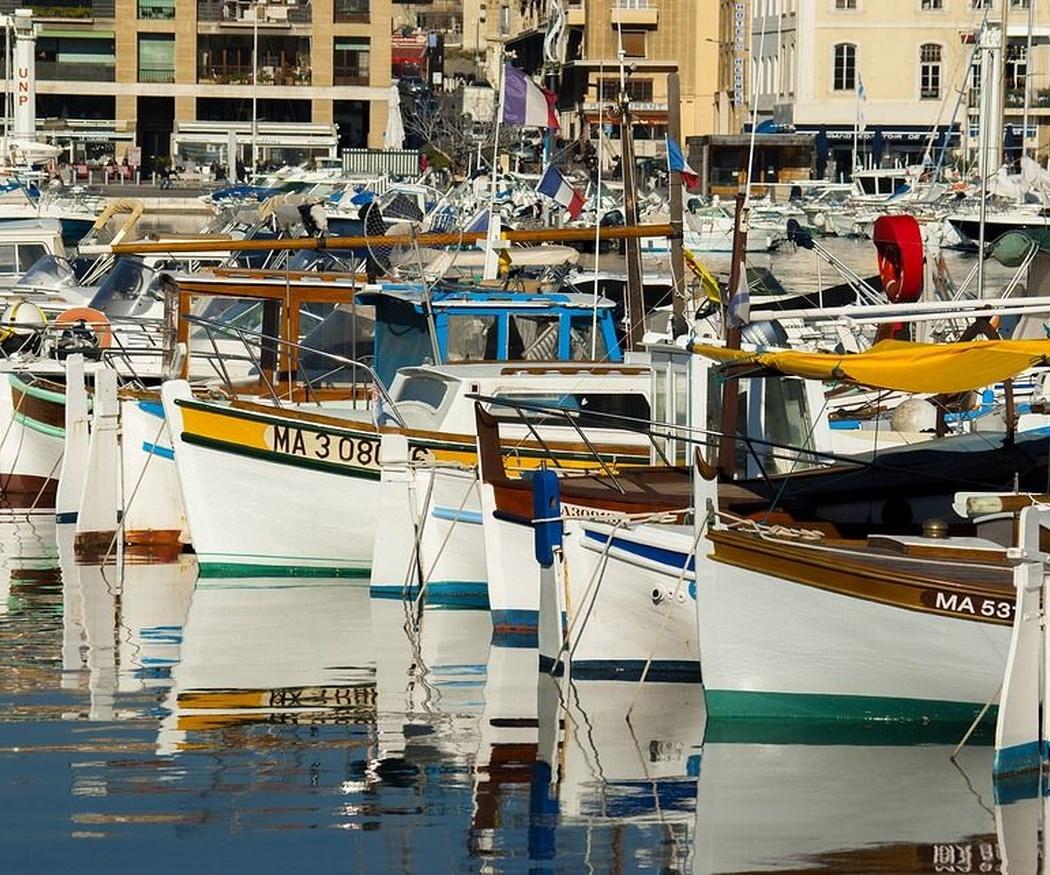 ¿Cuáles son las características de un barco de pesca?
