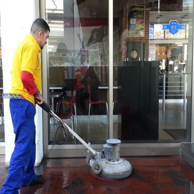 Ahorra contratando una empresa de limpieza para tu negocio