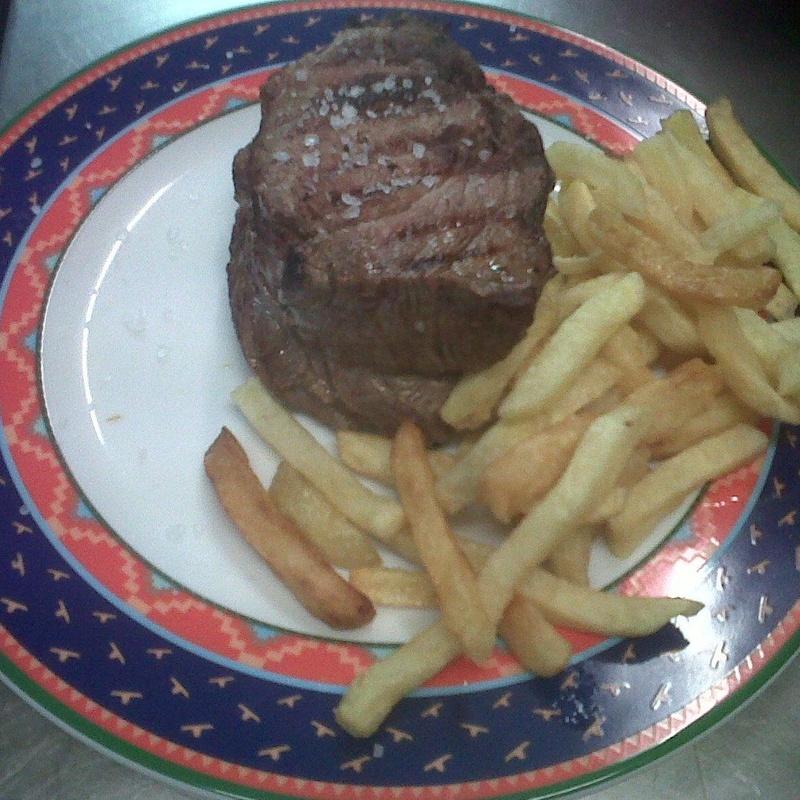 Medallones de solomillo al plato caliente: Menús de Restaurante Terraza La Parrilla de Valdemoro