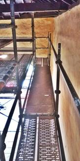 Continuamos con el montaje de andamios en la Iglesia San Francisco (ahora en interior)
