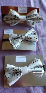 Nuevos modelos de pajaritas de caballero creadas por Lira.