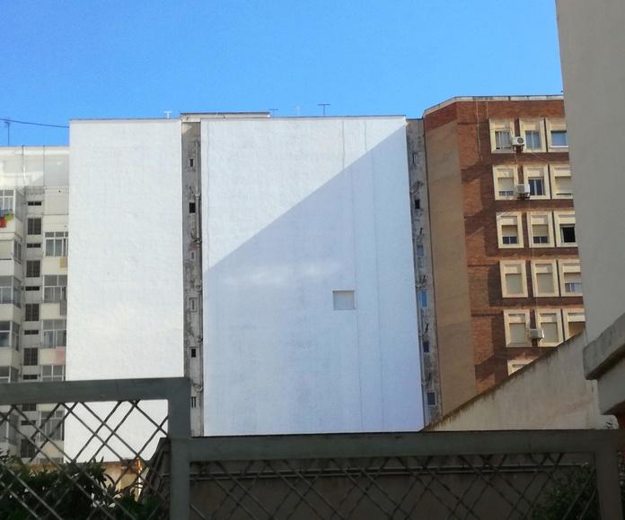 Terminando fachada! ahora a la espera de la segunda fase de obra, la de desamiantado de bajantes laterales