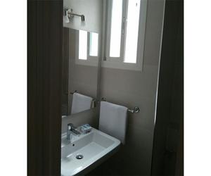Habitaciones con baño completo junto a la estación de Atocha en Madrid
